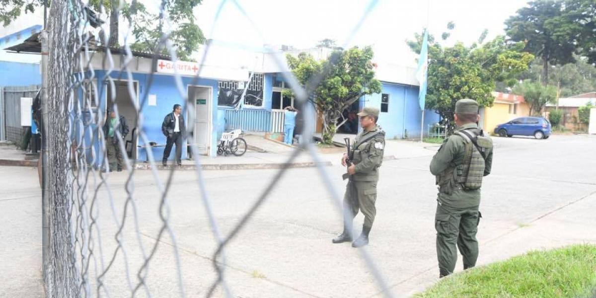 EN IMÁGENES. Policía y Ejército resguardan seguridad en Hospital Roosevelt