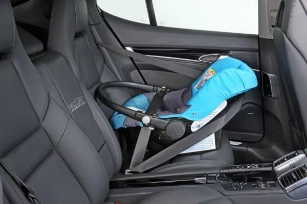 Bebé muere en el auto mientras madre dormía una siesta