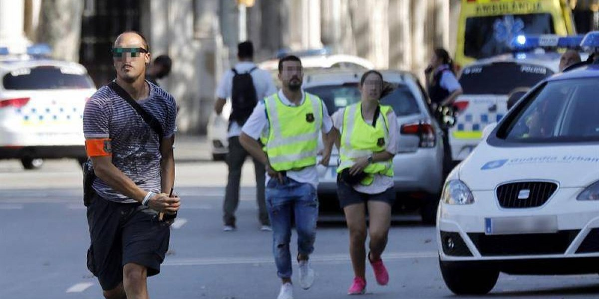 """""""Hay gente en el suelo, hay gente que no sé si la mataron"""": Estos son los escalofriantes relatos de los testigos del ataque en Barcelona"""
