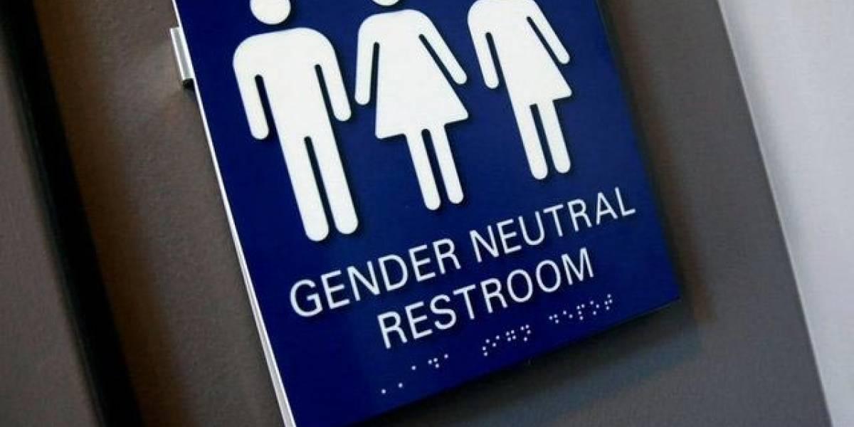 Justiça manda shopping indenizar transexual repreendida ao usar banheiro feminino