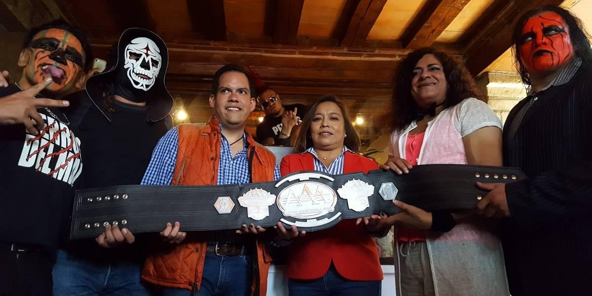 Presentan cinturón conmemorativo y más sorpresas para Triplemanía XXV