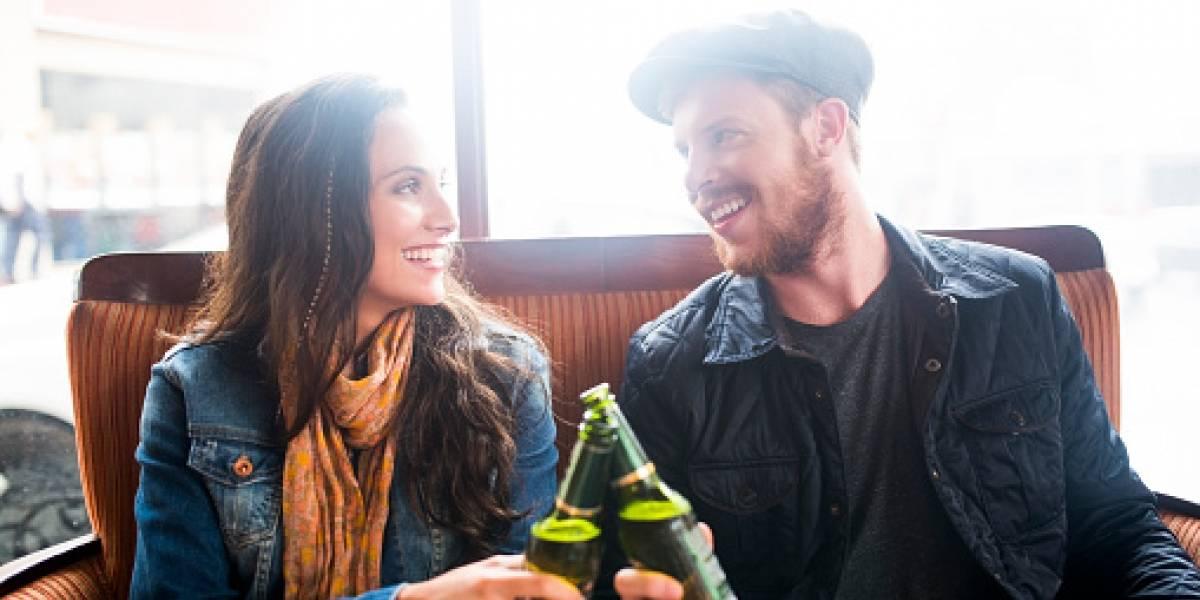 Parejas que beben juntas son más felices, según estudio