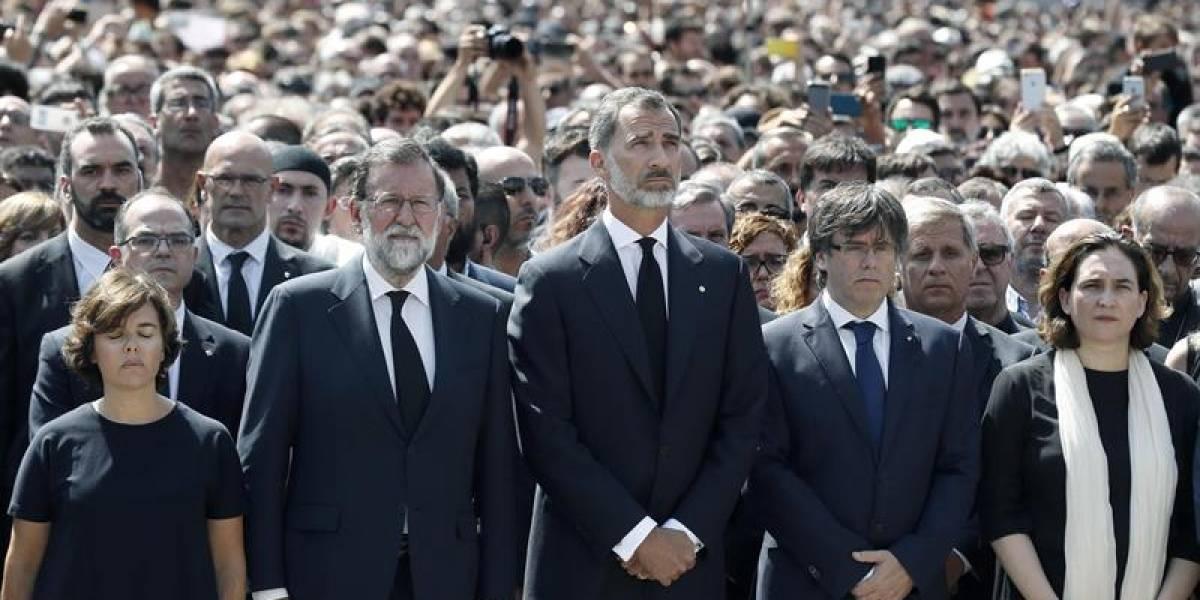 """""""No tengo miedo"""": el estremecedor grito tras emotivo minuto de silencio por víctimas del atentado de Barcelona"""
