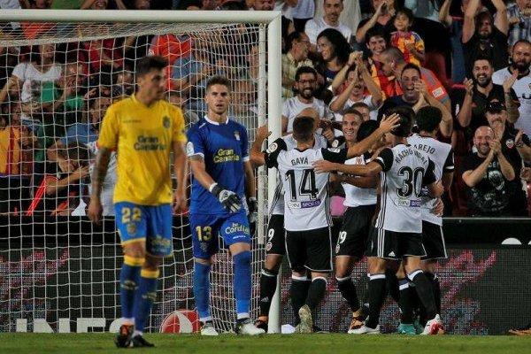 El Valencia celebró con Fabián Orellana en la banca / EFE