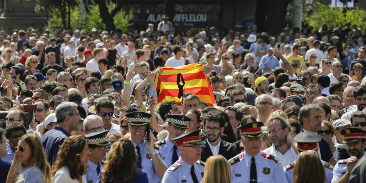 Barcelona grita 'no tengo miedo', sigue operación policial