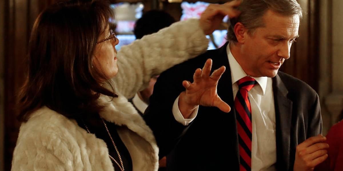 Alejandro Navarro inscribe su candidatura presidencial en el Servicio Electoral