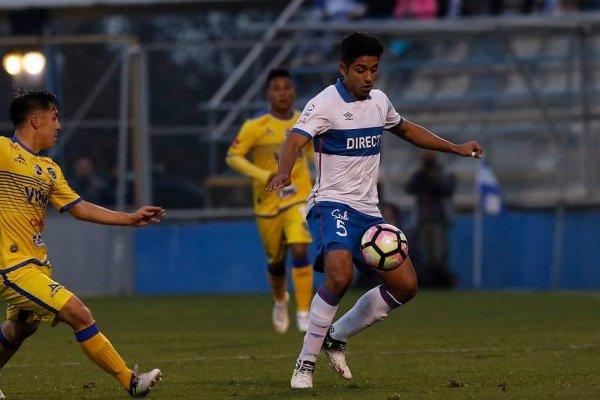 Fabián Manzano fue titular en el 1-1 ante Everton en San Carlos de Apoquindo / Agencia UNO