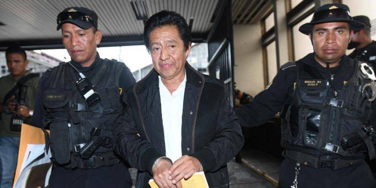 Exministro de Cultura Carlos Batzín es ligado a proceso por dos delitos
