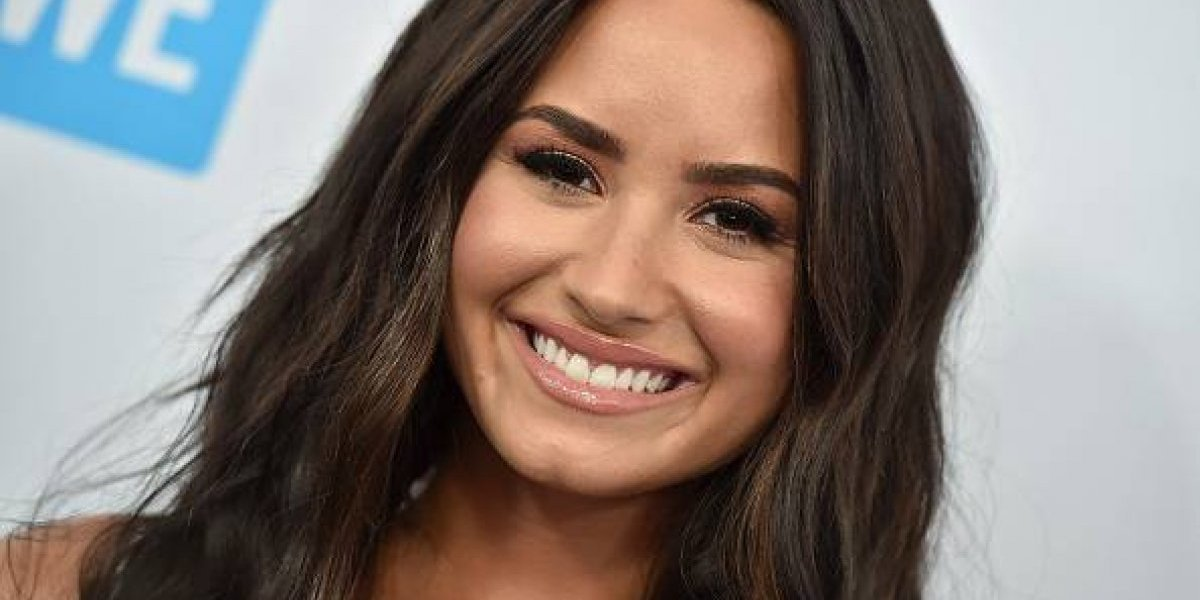 Demi Lovato recibió críticas por su elección de vestuario y su pronunciado escote
