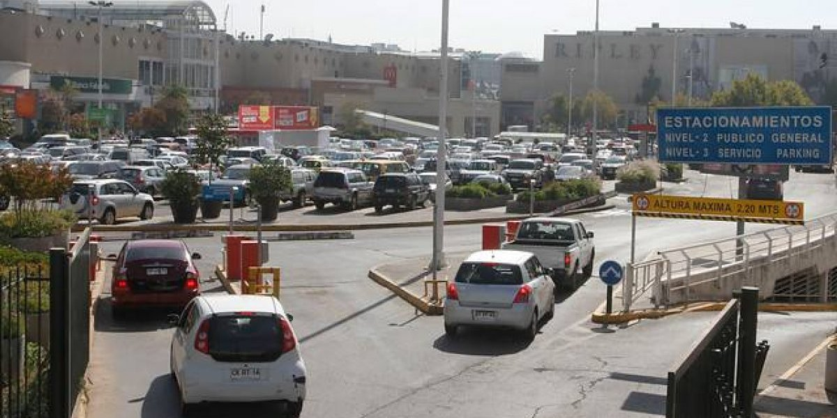 Diputados aprueban en general modificaciones a cuestionada ley de estacionamientos