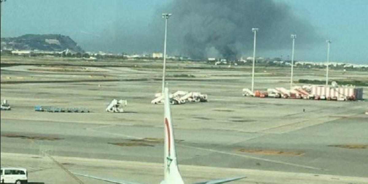 Se registra incendio de grandes proporciones a inmediaciones de aeropuerto de Barcelona