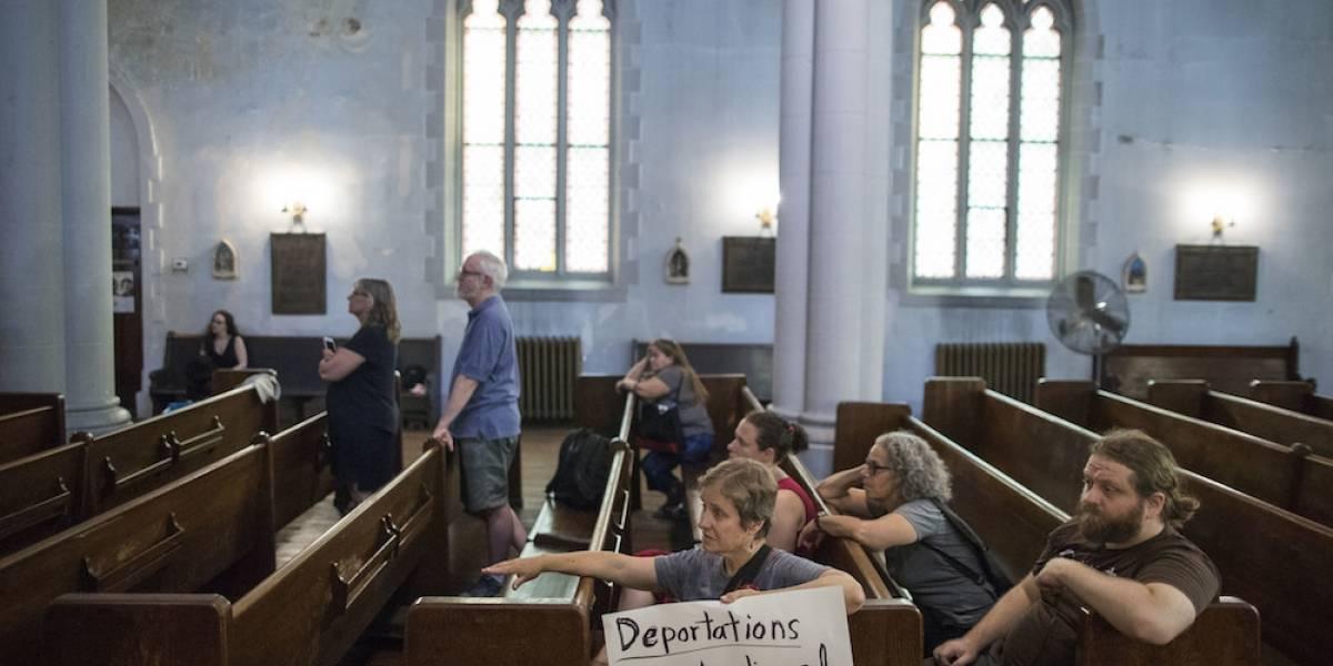 Familia guatemalteca se refugia en iglesia para evitar su deportación