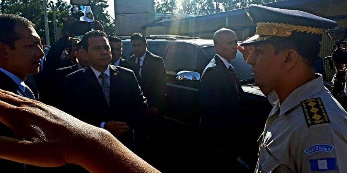 VIDEO. Morales deja hablando solo a ciudadano que no pudo entrar a su casa por visita presidencial