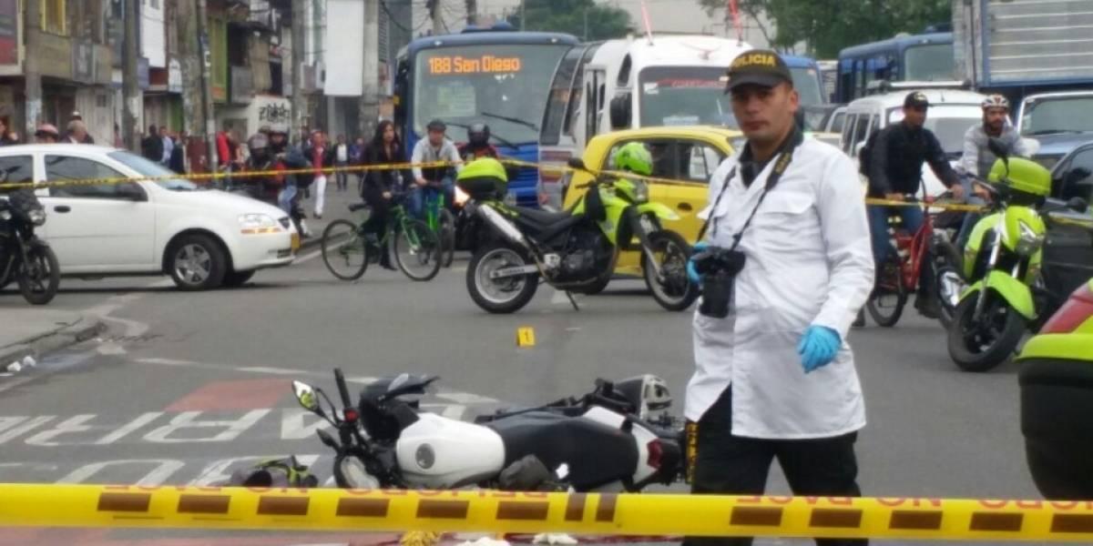 Taxista se fugó luego de haber atropellado a motociclista en el sur de Bogotá
