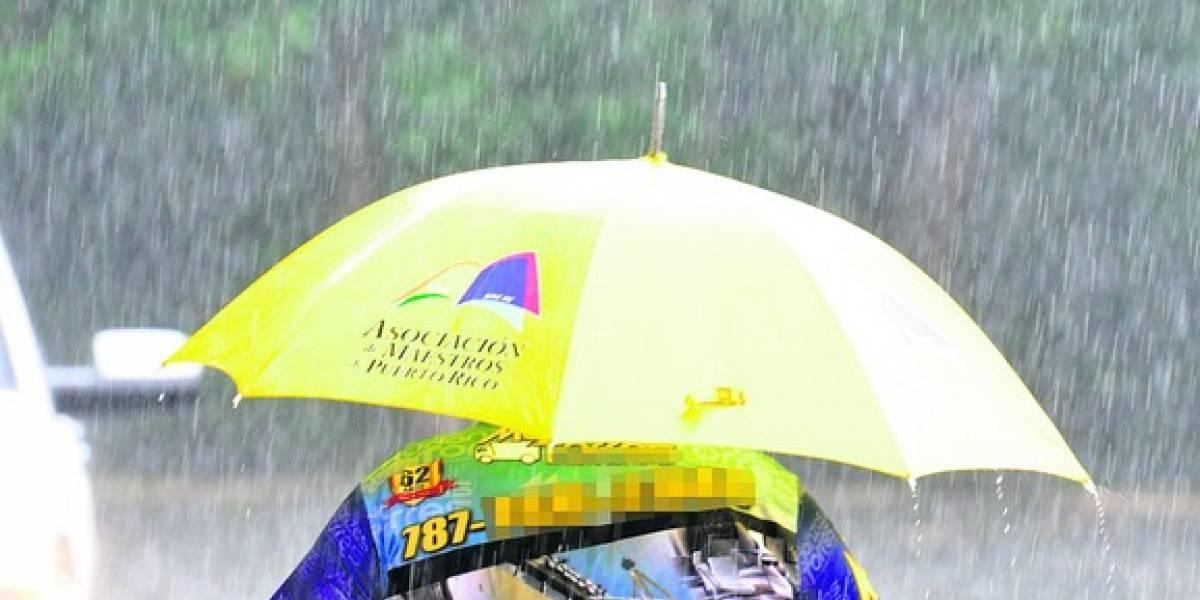 Débil onda tropical afecta zona este de Puerto Rico