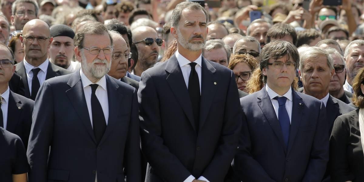 Miles de españoles gritan en Cataluña que no temen al terrorismo