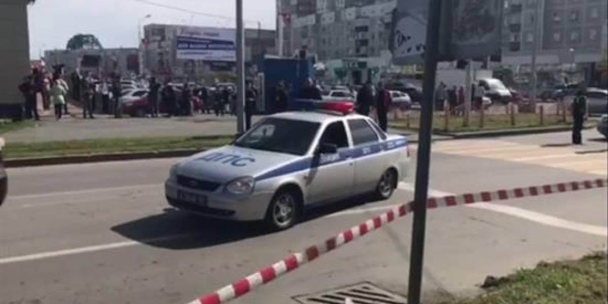 Disputa entre alumnos a cuchillazos deja 15 heridos en escuela de Rusia