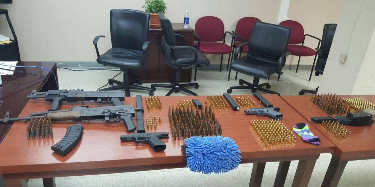 Ocupan drogas y armas durante operativo en Carolina