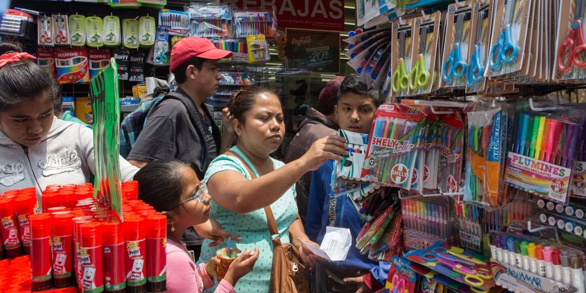 Compras de pánico en el Centro por útiles escolares