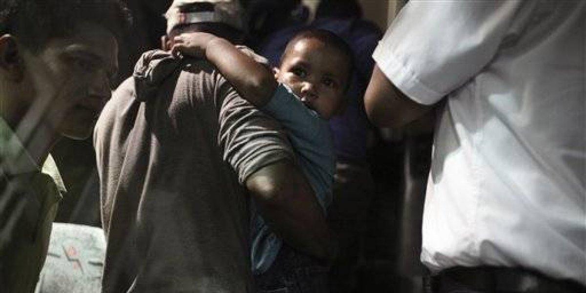 Rescatan 126 migrantes hacinados en contenedor