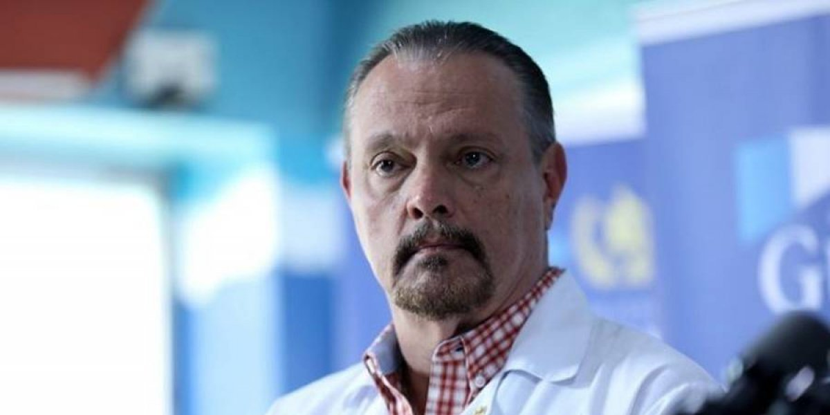 Ministro de Salud deberá explicar contrataciones y estado de la red hospitalaria en juicio político
