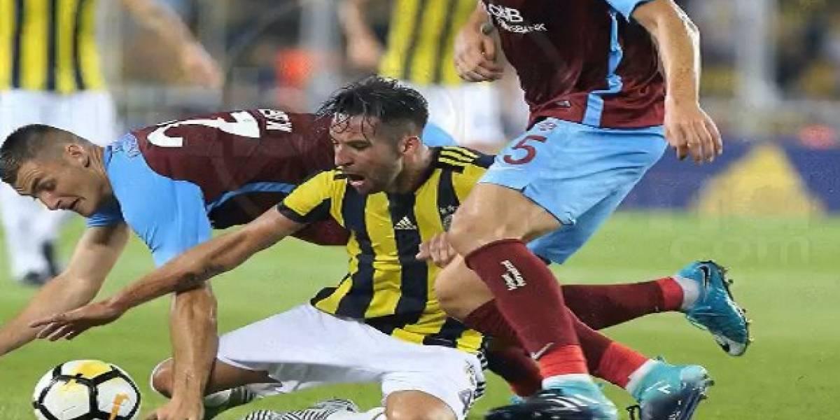 Mauricio Isla y su Fenerbahçe resignaron un empate como local en Turquía