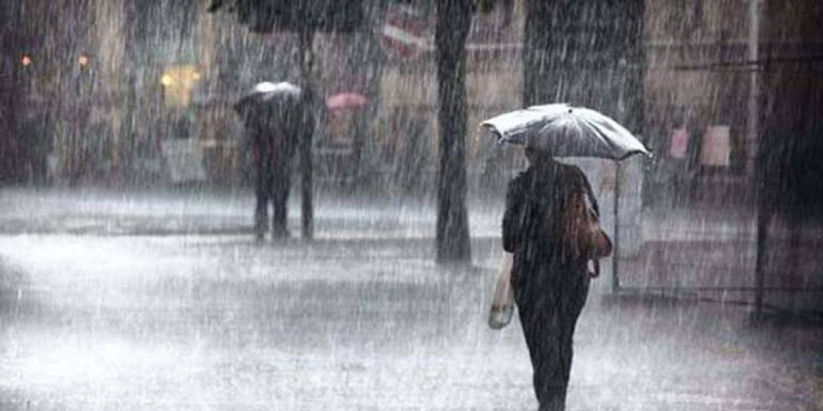 Paragua en manos; vaguada seguirá generando lluvias