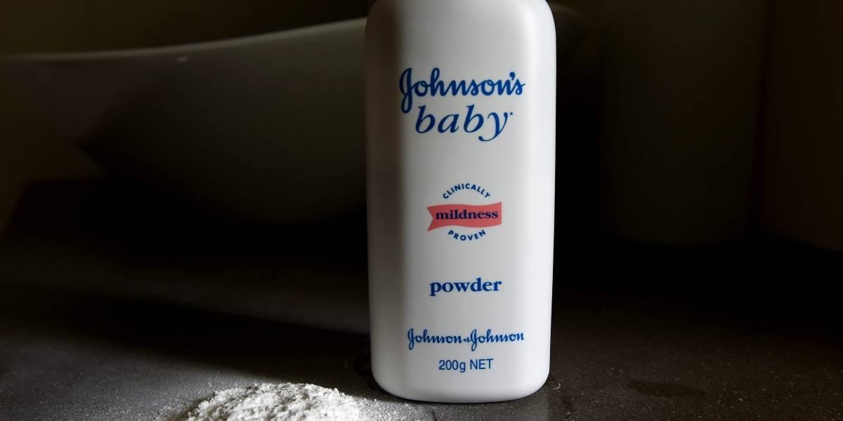 Multan a Johnson & Johnson por no advertir que uno de sus productos podría ser cancerígeno
