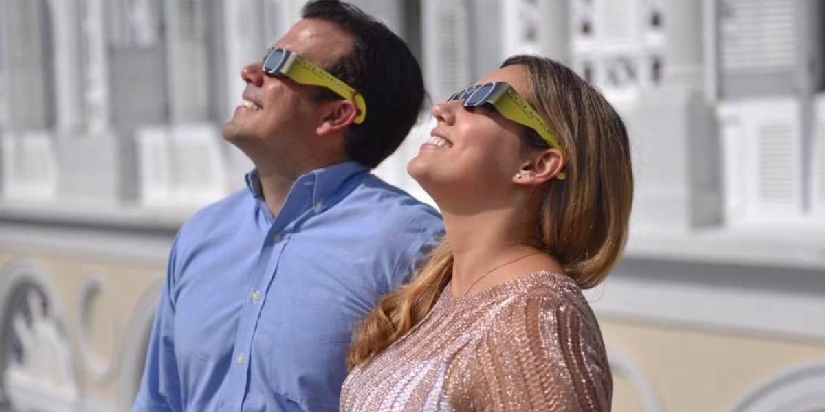 Rosselló y la primera dama no se perdieron el eclipse solar