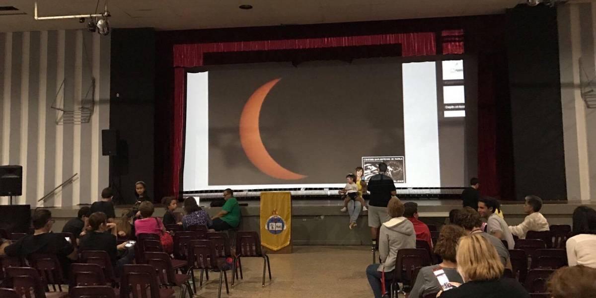 Se gozan el eclipse en el Colegio San Antonio de Padua
