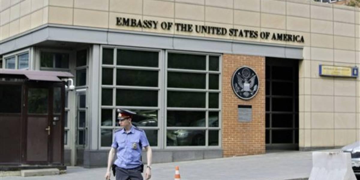 EE.UU. suspende emisión de visas a no migrantes en Rusia