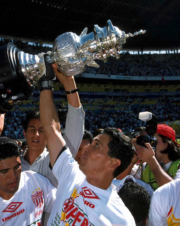 José Adolfo Ríos García Considerado uno de los mejores porteros que ha tenido el club, ya que conquistó el Título de Invierno en 1998, mismo que le sirvió para ser convocado en la Selección Nacional Mexicana. Adolfo Ríos. / Mexport