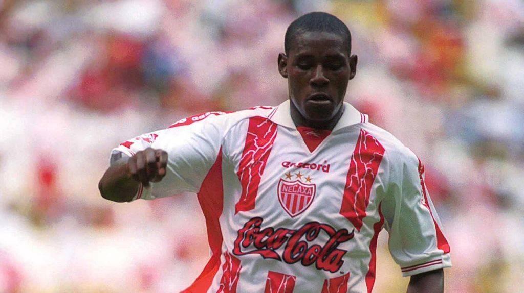 Agustín Delgado Chalá Un futbolista ecuatoriano, que llegó al club en 1999, siendo parte del tercer lugar del Mundial de Clubes en el 2000. Agustín Delgado. / Mexport