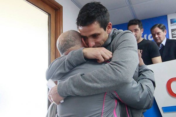Milovan Mirosevic en un emotivo abrazo con José Luis González