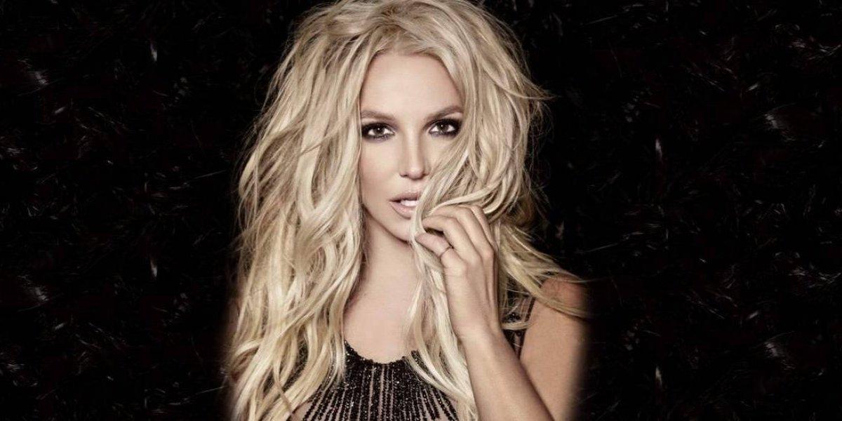 Un descuido provoca que Britney Spears enseñe un seno en pleno concierto