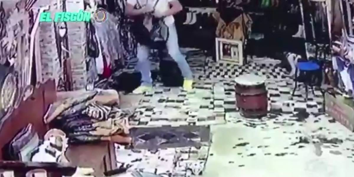 Famoso exparticipante de 'Yo me llamo' fue sorprendido por cámara de seguridad robando ropa en un almacén