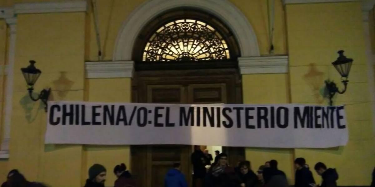 Estudiantes se toman la Casa Central de la Universidad de Chile — CHILE
