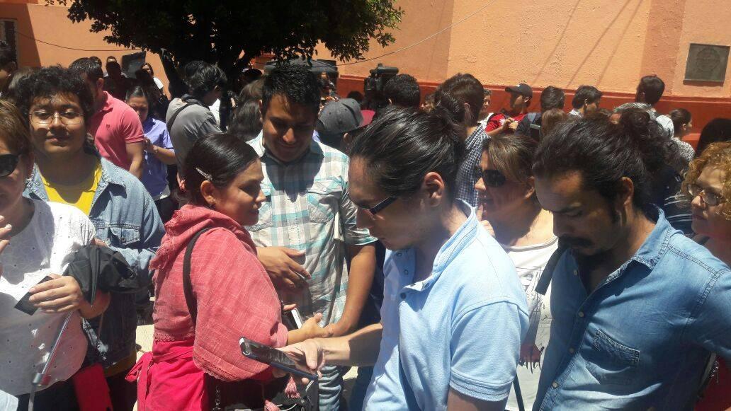 En la Universidad se dieron cita los curiosos Foto: Héctor Escamilla