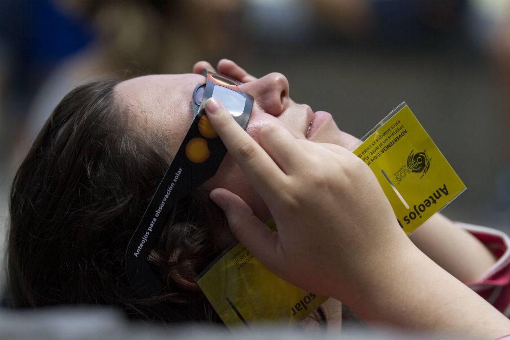 En Monterrey también usaron lentes Foto: Cuartoscuro