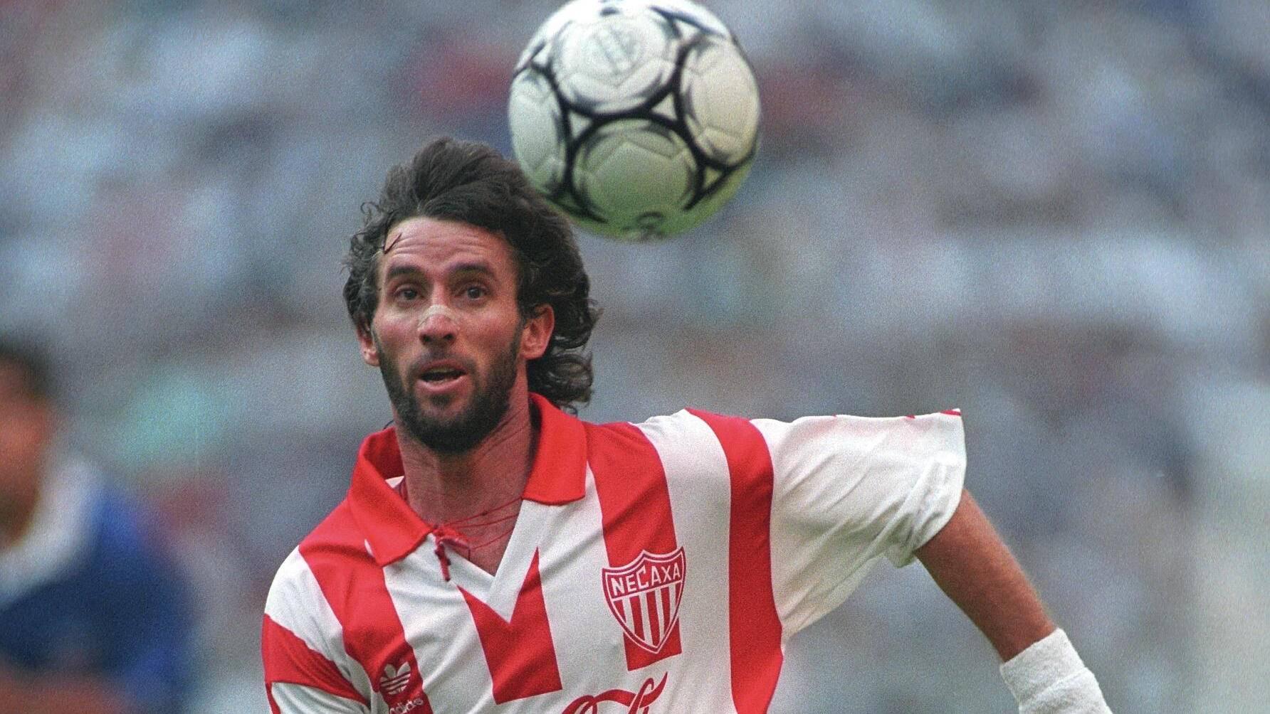Ivo Basay Se convirtió uno de los máximos goleadores dentro del Club junto a Pelaez, marcando 101 goles, dejando un legado en el equipo Ivo Basay. / Mexport