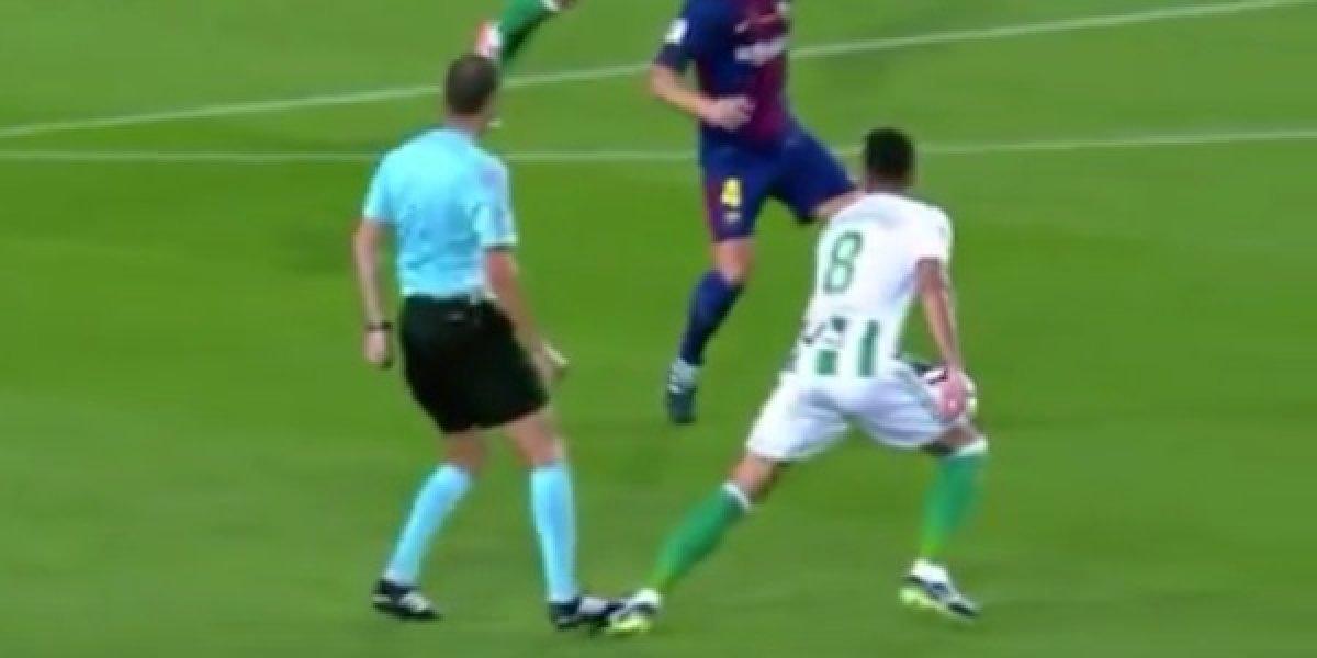 Árbitro cometió falta a jugador del Real Betis