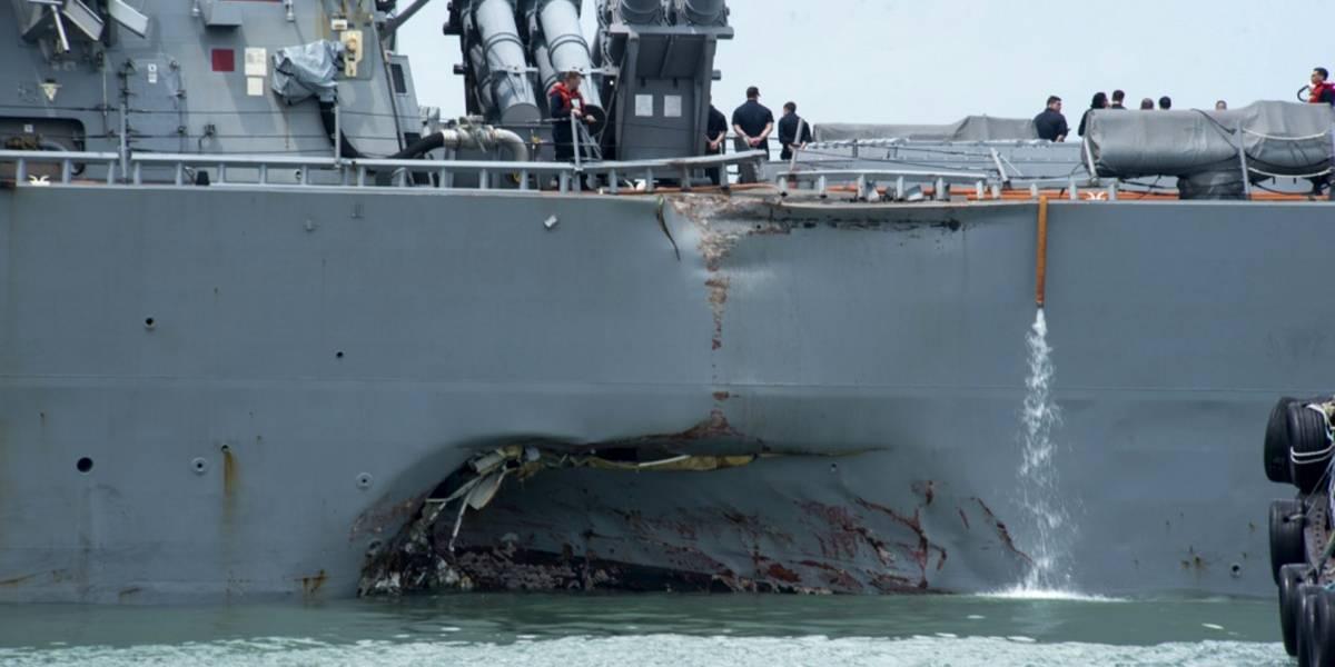 Desaparecen 10 marinos tras choque de un buque militar