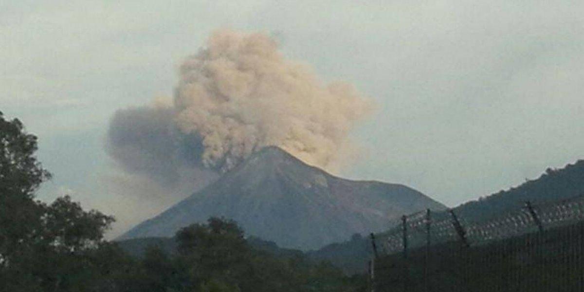 VIDEO. Volcán de Fuego presenta la octava erupción del año