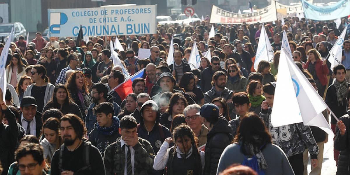 """Colegio de Profesores inicia """"Marcha de la Decencia"""" de tres días con dirección al Congreso"""