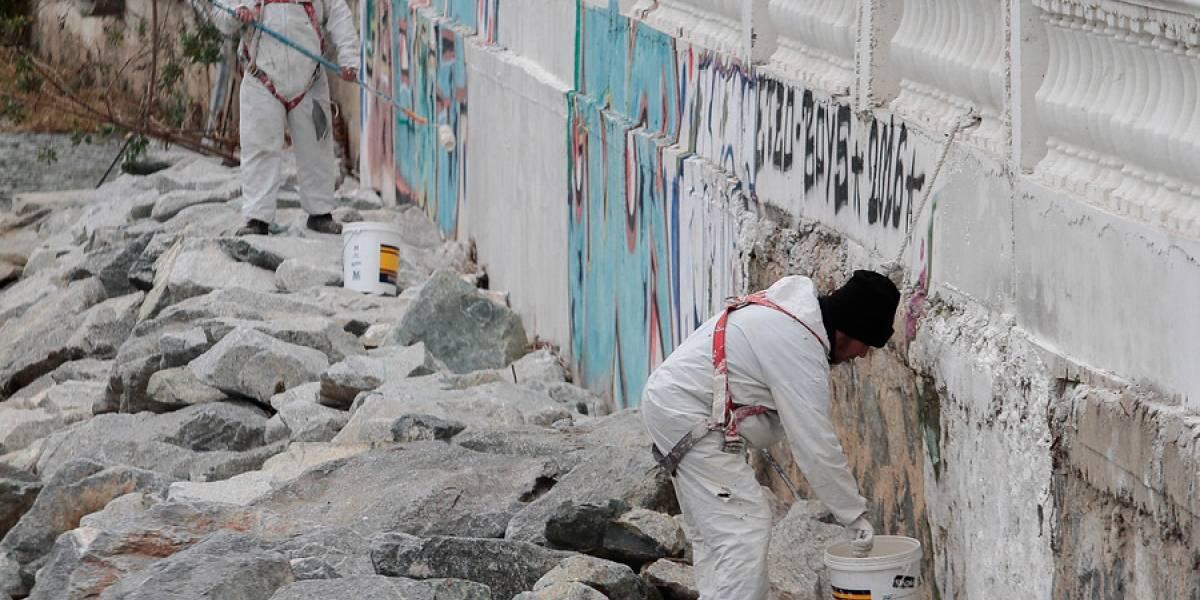 Adiós a los grafitis: borran rayados de las espacios públicos en Viña del Mar