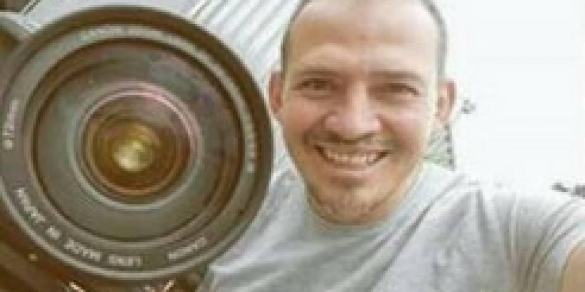 Camarógrafo herido con un picahielo permanece en cuidados intensivos