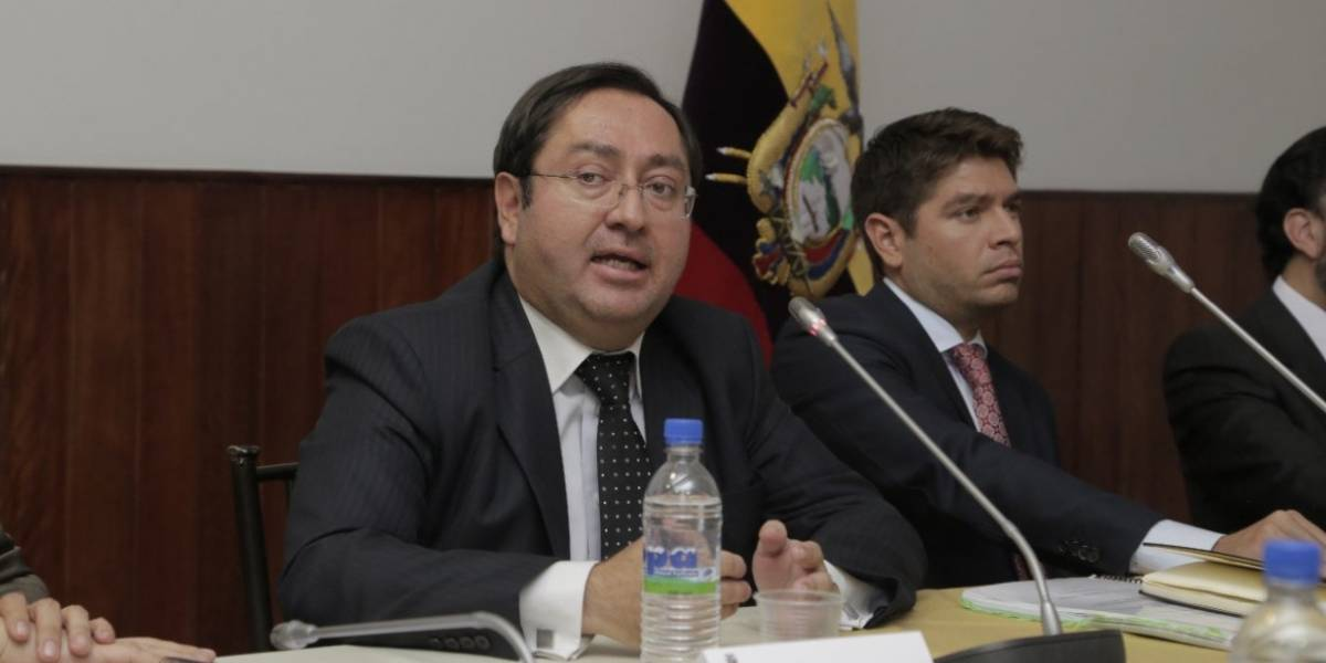 Ministro de Finanzas aseguró que no se ha sobrepasado el límite de endeudamiento