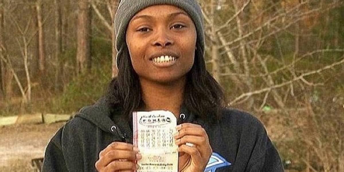 Mujer ganó la lotería, donó 2100 millones y el pastor de su iglesia la demandó por no dar más