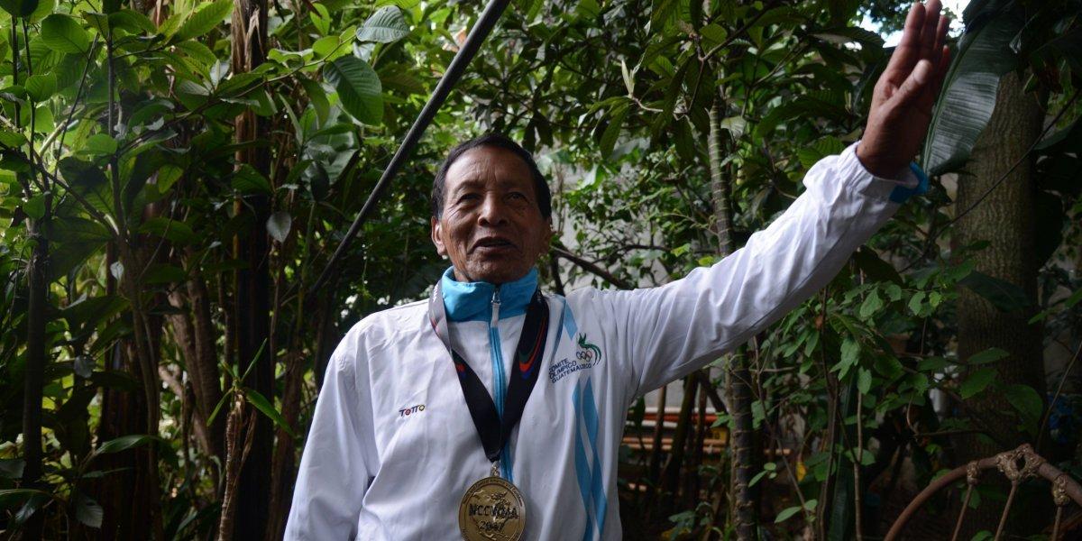 El mixqueño que lleva más de medio siglo representando a Guatemala