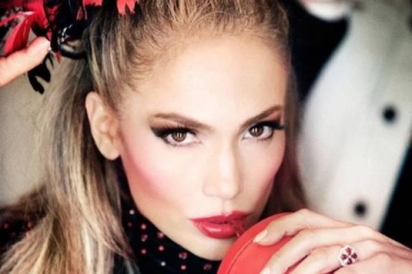 Jennifer Lopez sorprende con sensuales fotos